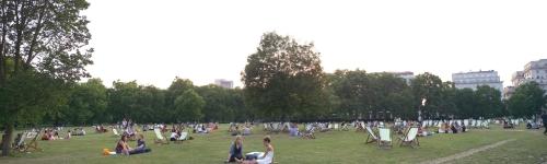 +30 istidə insanlar Hyde Parkda dincəlir