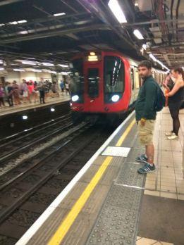 London metrosu ən sevdiyim metrolardandır.
