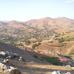 Koroğlu qalasından Miskinki kəndinin görüntüsü