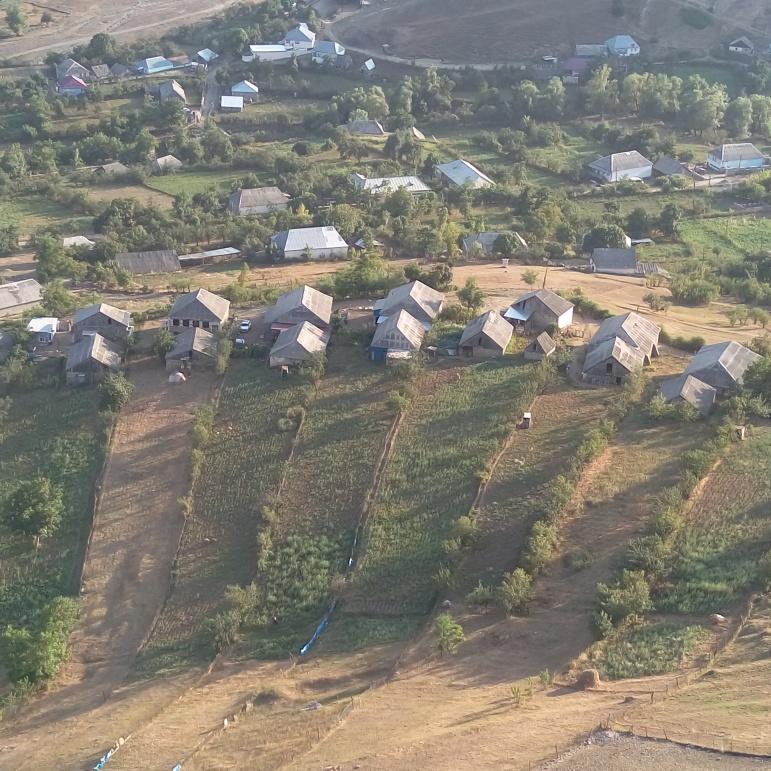 Koroğlu qalasından kənd görüntüsü
