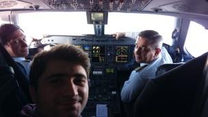 Kapitan və ikinci pilotla